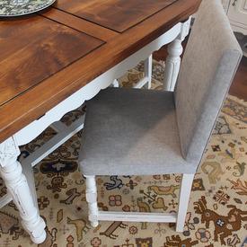 Cadeiras alteradas com tecido novo