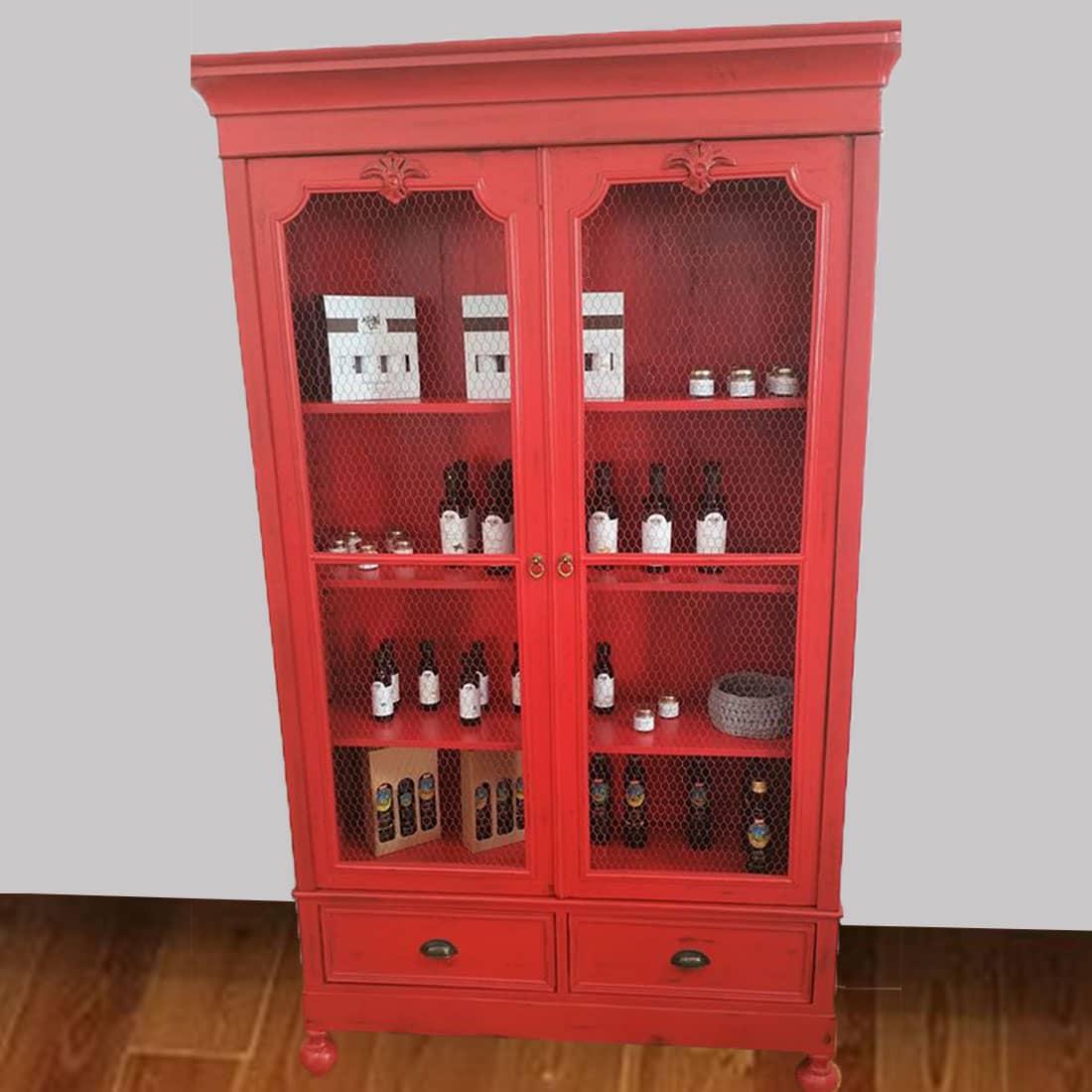 armário antigo decapé vermelho