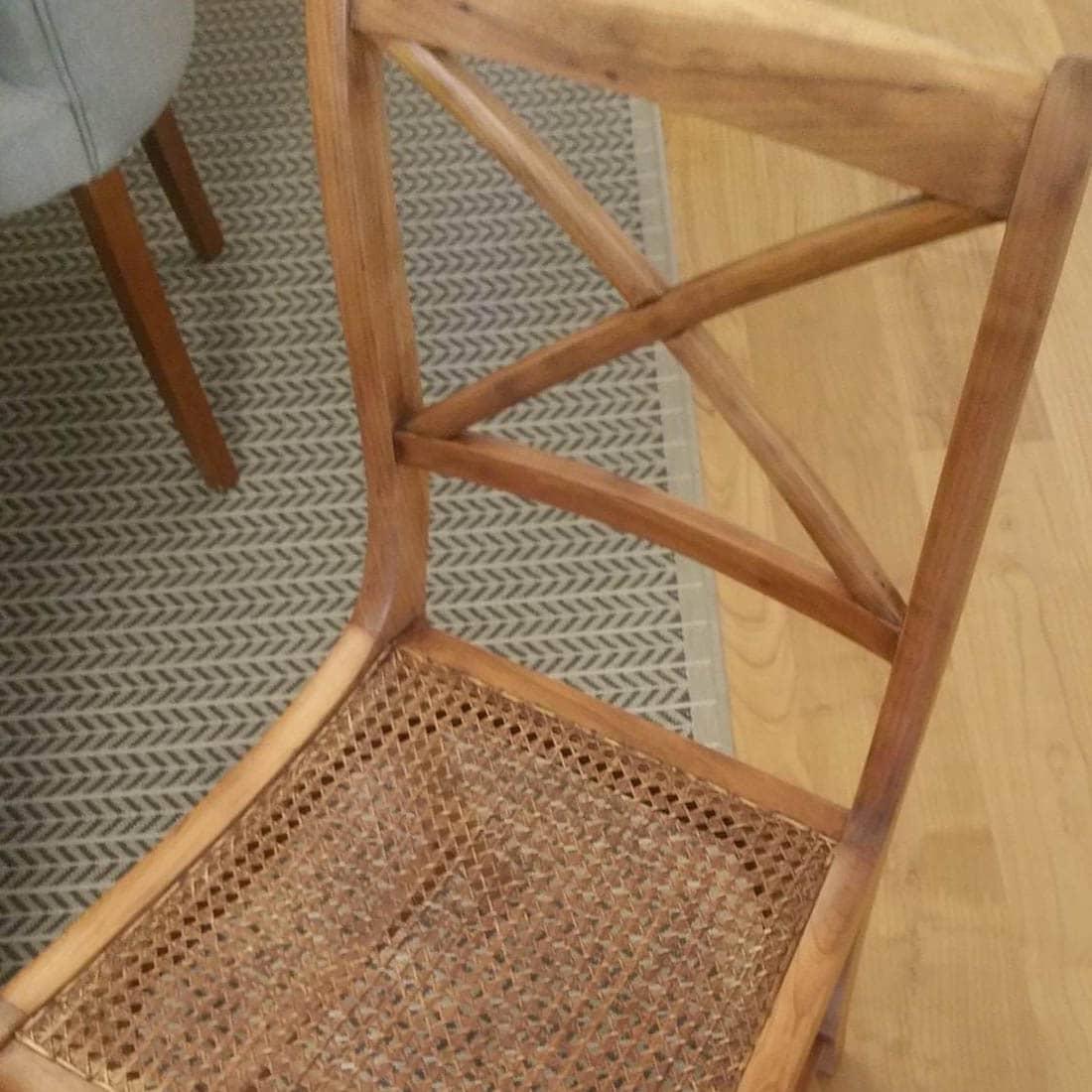 Cadeira cruz tom natural