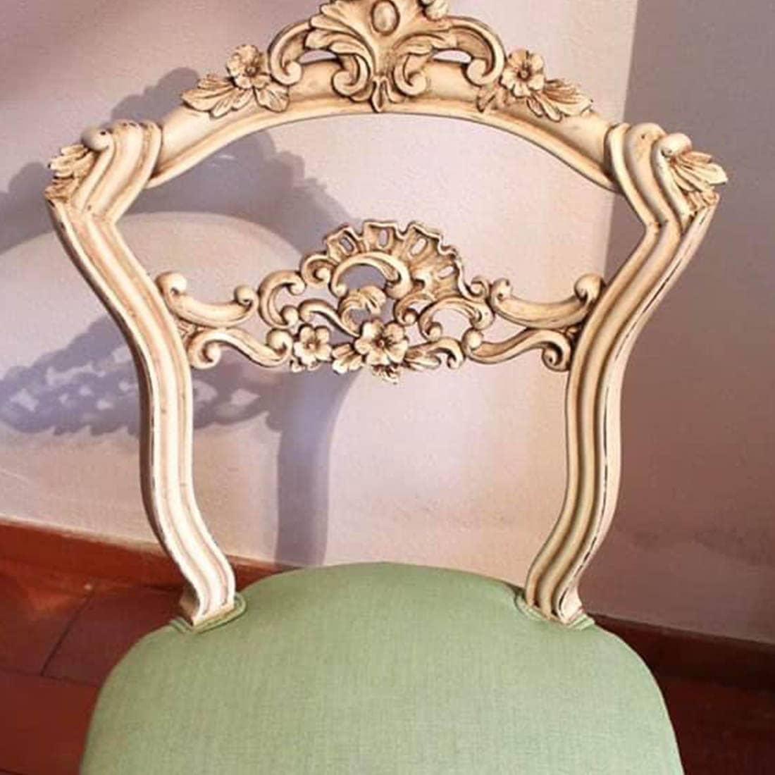 Cadeira envelhecida