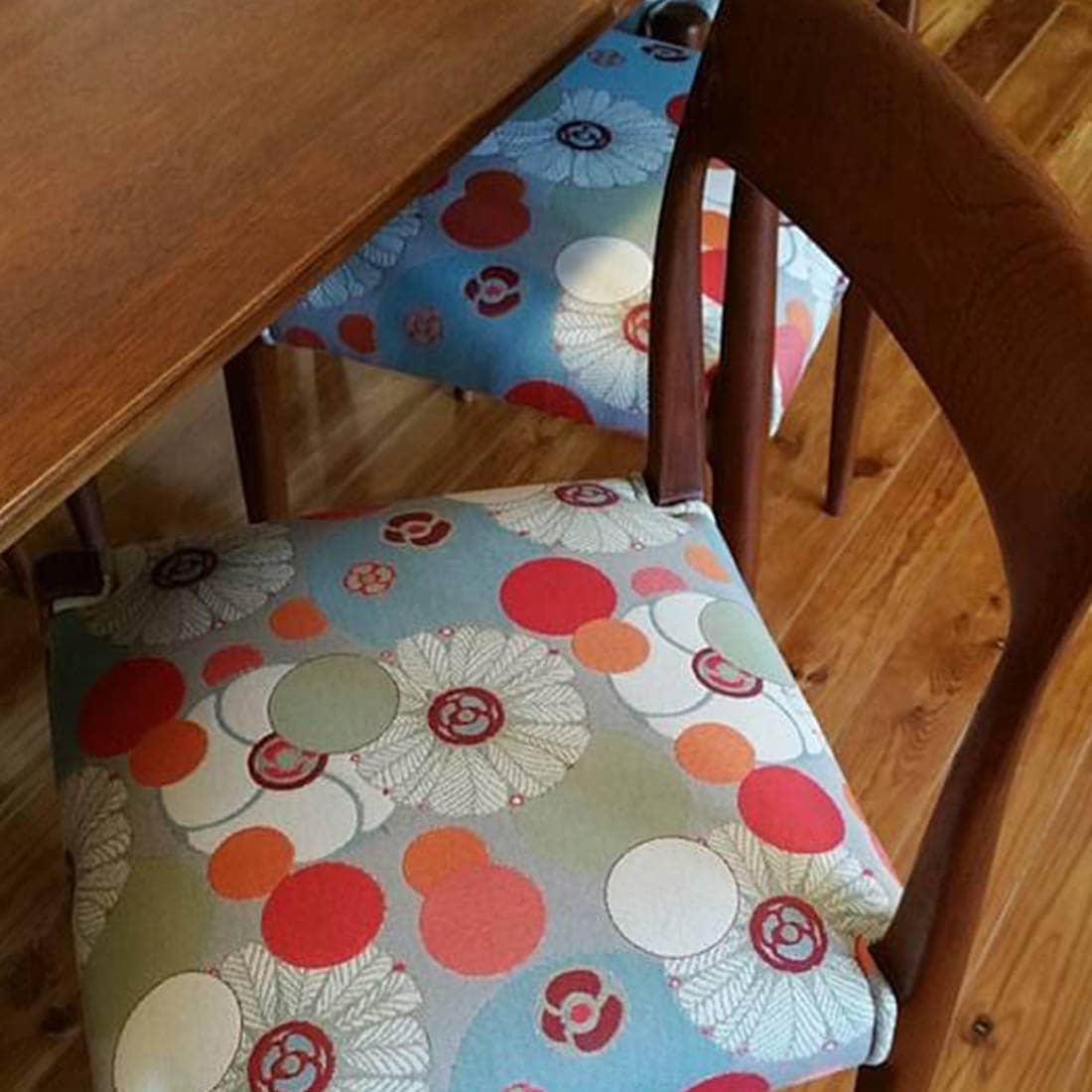 Cadeira vintage com tecido novo